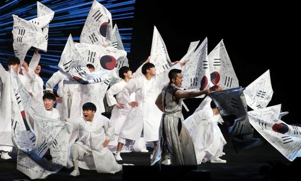 지난 10월 24일, 서울 용산구 국립중앙박물관에서 열린 '독립전쟁 청산리대첩 전승 100주년 기념식'에서 기념공연이 펼쳐지고 있다.