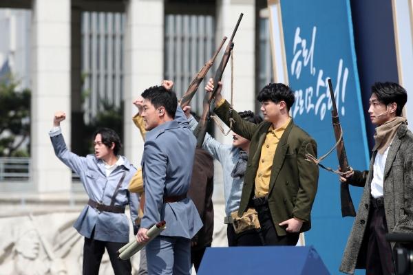 지난 6월 7일 오전 서울 용산구 전쟁기념관에서 '독립전쟁 봉오동전투 전승 100주년 기념식'에서 기념공연이 펼쳐지고 있다.
