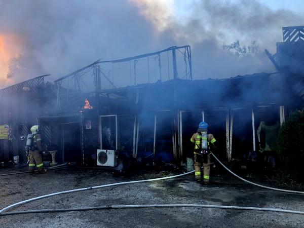 23일 오전 8시9분쯤 인천시 부평구 산곡동의 한 음식점에서 불이 났다. 소방대원이 화재를 진압하고 있다.(인천부평소방서제공)2020.10.23/뉴스1
