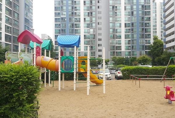 아파트 주차장·놀이터 설치 주민 동의요건 완화한다