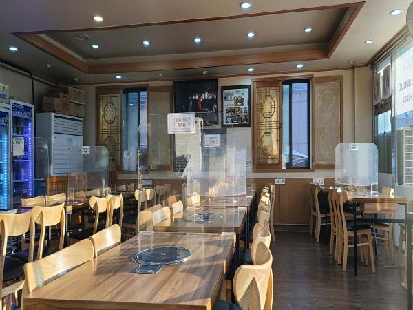 대부분 식당이 방역지침을 준수하며 운영하고 있어 안심하고 찾아도 된다.