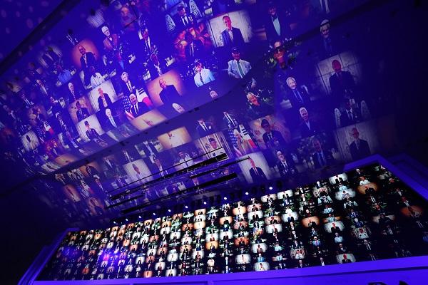 7월 27일 서울 동대문디자인플라자(DDP)에서 '영광의 날들, Days of Glory'란 주제로 열린 6·25전쟁 유엔군 참전의 날 기념식에서 '22개국 참전국의 모든 유엔참전용사를 존중한다'는 의미를 담은 미디어파사드(건물 외벽에 LED 조명 등을 비춰 영상을 상영)가 펼쳐지고 있다.(사진=저작권자(c) 연합뉴스, 무단 전재-재배포 금지)