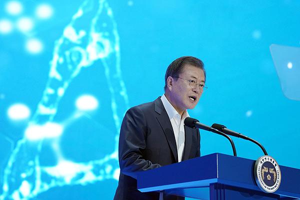 문재인 대통령이 18일 오전 인천 연수구 연세대 글로벌 캠퍼스에서 열린 바이오산업 현장방문 행사에서 발언하고 있다. (사진=청와대)