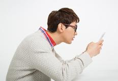뒷목·어깨가 뻐근하고 아픈 증상이 지속된다면?