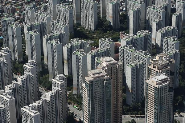 순수 임차주택 공급을 더 활성화 할 수 있는 대책들을 발굴하고 적극적으로 시장 안정화에 나서기를 바라봅니다.(사진=저작권자(c) 연합뉴스, 무단 전재-재배포 금지)
