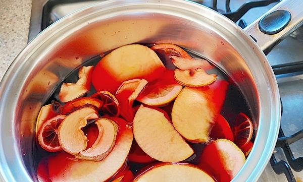 알려준 대로 집에 있는 과일까지 넣으니 더욱 맛이 풍성해졌다.