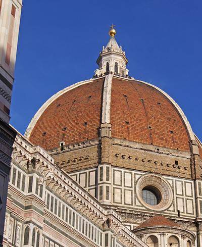 르네상스 건축의 효시가 된 대성당의 거대한 돔.