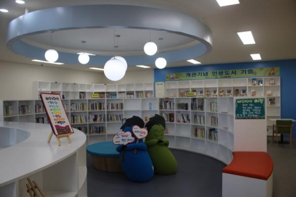 2층 바닷가도서관.