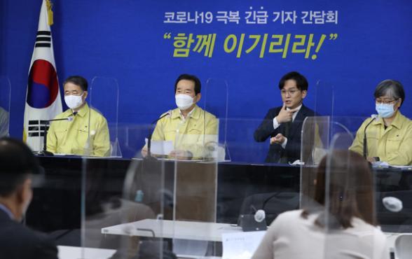 """정 총리 """"3월 이후 가장 심각한 위기…국민 생활방역 절실"""""""