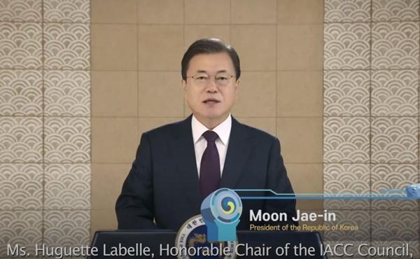 문재인 대통령이 IACC 개막식에서 영상으로 축사를 하고 있다.(출처=IACC 누리집)