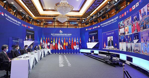 15일 청와대에서 화상회의로 제4차 역내포괄적경제동반자협정 정상회의가 진행되고 있다.