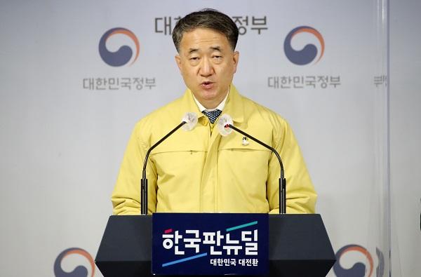 """박능후 """"20일간 일 1000명 확진 가정…3주간 1만 병상 추가 확보할 것"""""""