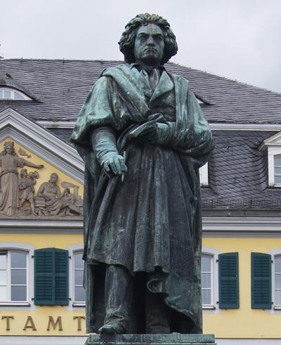 뮌스터 광장에 세워진 베토벤 기념상.
