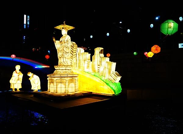 2016년 우연히 청계천에서 부처님 오신날 기념행사인 등 축제를 만났다.