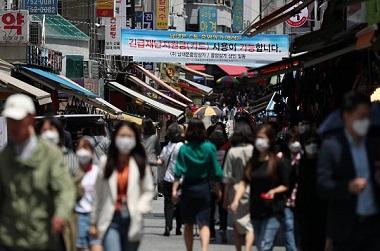 "KDI ""긴급재난지원금 효과로 신용·체크카드 매출액 4조원 늘어"""