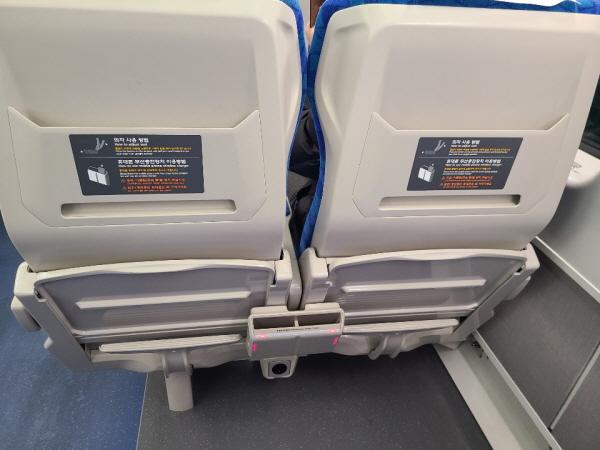 무선 고속충전기와 USB 포트가 설치된 좌석