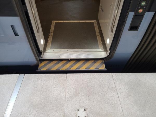고상홈에서는 휠체어도 편리하게 탑승할 수 있습니다.