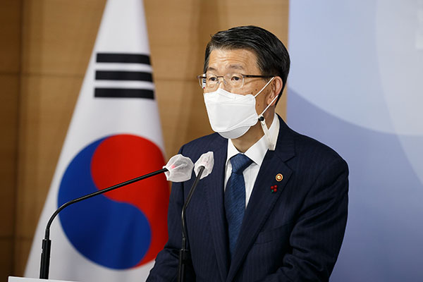 은성수 금융위원장이 지난 18일 서울 종로구 정부서울청사 합동브리핑실에서 2021년 금융위원회 업무계획을 설명하고 있다. (사진=금융위원회)