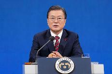 문재인 대통령이 18일 청와대 춘추관에서 신년기자회견을 하고 있다. (사진=청와대)