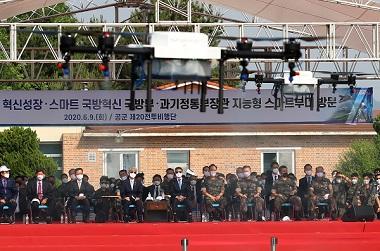지난해 6월 9일 오후 충남 서산 공군 제20전투비행단에서 열린 지능형 스마트 부대 시연 행사에서 안티드론 작전이 펼쳐지는 모습. (사진=저작권자(c) 연합뉴스, 무단 전재-재배포 금지)