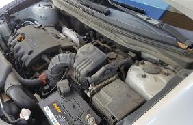 자동차 엔진 모습