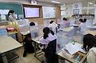 유은혜 사회부총리 겸 교육부 장관이 2021학년도 학사 및 교육과정 운영 지원방안 등을 발표한 28일 서울 용원초등학교에서 학생들이 수업하고 있다.