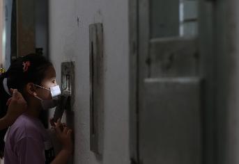 제75주년 광복절을 하루 앞둔 지난해 8월14일 오전 서울 서대문구 서대문형무소역사관을 찾은 어린이가 옥사 안을 들여다 보고 있다.(사진=저작권자(c) 연합뉴스, 무단 전재-재배포 금지)
