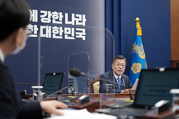 문재인 대통령이 15일 청와대에서 열린 수석·보좌관 회의에서 발언하고 있다. (사진=청와대)