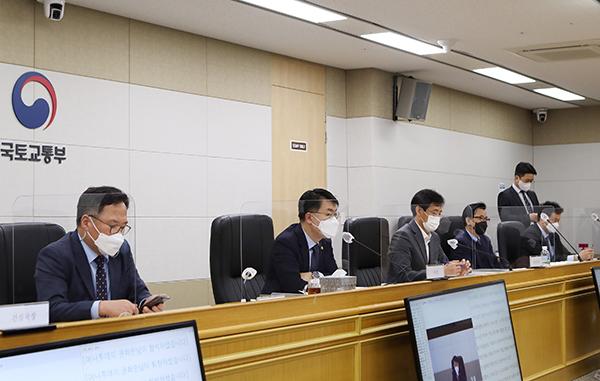 윤성원 국토부 제1차관이 업무계획을 온라인 브리핑하고 있다.