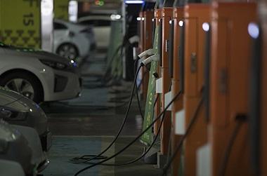 서울 시내 한 전기차 충전소. (사진=저작권자(c) 연합뉴스, 무단 전재-재배포 금지)