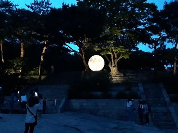 창경궁 '궁궐에 내려온 보름달' 행사 모습.(사진=문화재청)