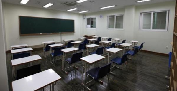 학교 폭력은 학생들 삶의 대부분을 차지하는 학교에서 일어나 더 심각하다.
