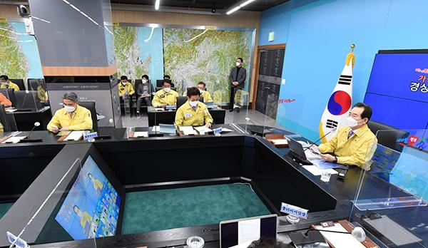 정세균 국무총리가 24일 경북도청에서 열린 코로나19 중대본 회의에서 발언하고 있다.