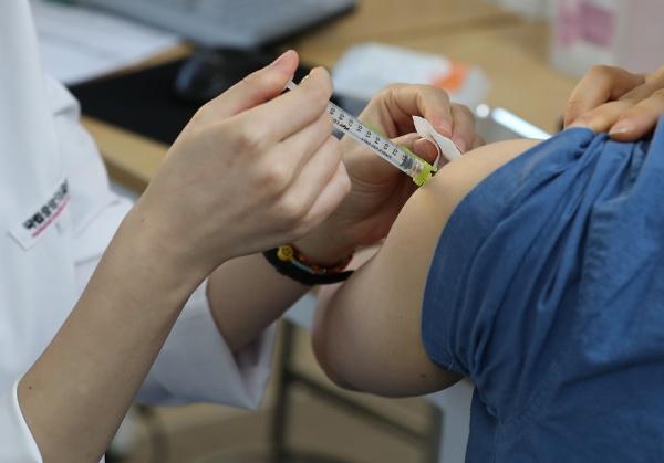 코로나19 예방접종 모습