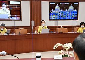 정세균 국무총리가 3일 정부서울청사에서 열린 코로나19 중대본 회의에서 발언하고 있다.