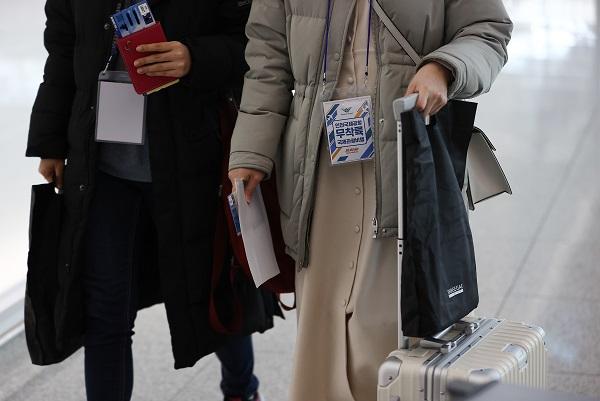 지난해 12월 12일 영종도 인천국제공항에서 제주항공 무착륙 관광비행을 떠나는 이용객들이 출국장으로 향하고 있다.(사진=저작권자(c) 연합뉴스, 무단 전재-재배포 금지)