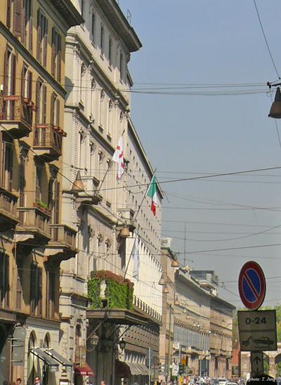 베르디가 마지막 순간을 보낸 그랜드 호텔 (이탈리아 국기가 게양된 곳)
