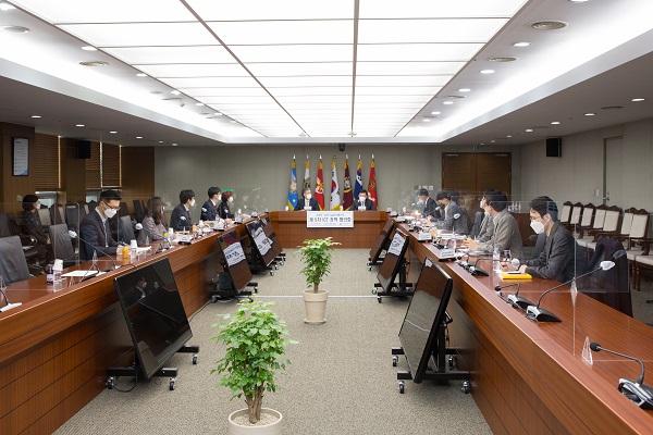 제5차 국방부-과학기술정통부 ICT 정책협의회가 5일 국방부 회의실에서 열리고 있다.(사진=국방부)
