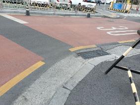도로 바닥에 안전속도 30을 가리키는 표시가 많아졌다.