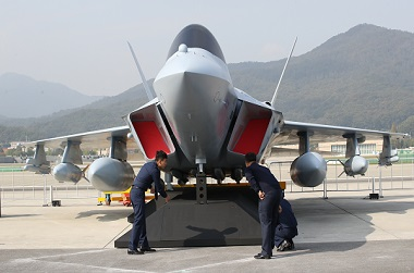 공군의 한국형 차세대 전투기(KF-X)의 실물모형.(저작권자(c) 연합뉴스, 무단 전재-재배포 금지)