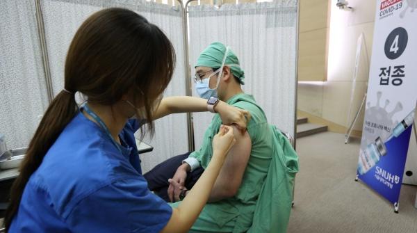 의료진 예방접종 모습