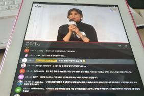 선배와의 대화코너에서 최근 입사한 서울문화재단 선배가 경험단을 들려주고 있다.