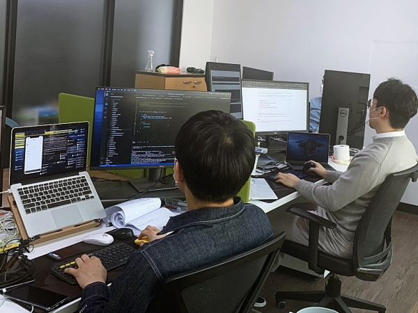 디지털일자리로 취업한 청년의 일하는 모습