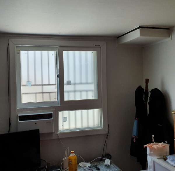 단열과 창문 보수 공사로 깨끗하고 쾌적해진 방