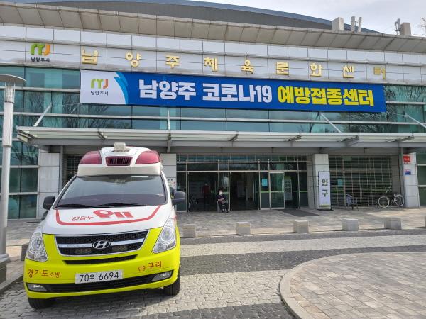 응급상황 발생시를 대비해 응급구조사와 119구급차가 대기하고 있다.