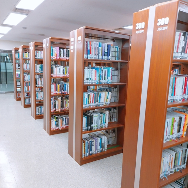 도서관 내부 전경.