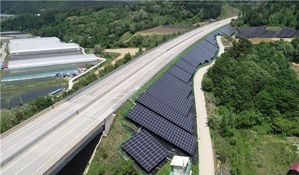 익산포항고속도로 태양광 발전시설 설치 예시도.