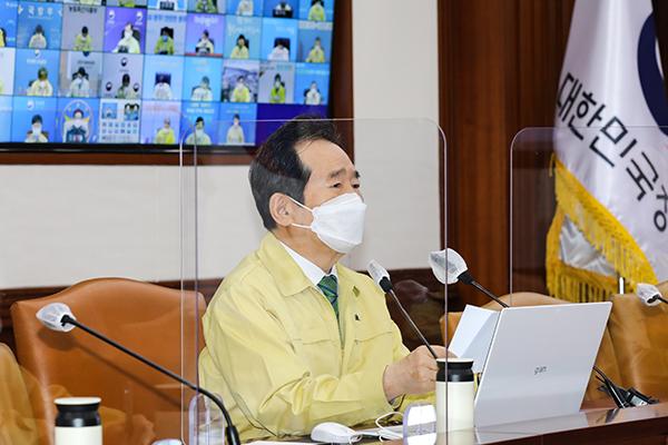 정세균 국무총리가 9일 정부서울청사에서 열린 코로나19 중대본 회의를 주재하고 있다.