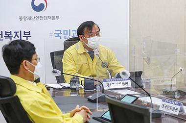 강도태 1총괄조정관(보건복지부 2차관)이 중앙재난안전대책본부 회의를 주재하며 발언하고 있다.