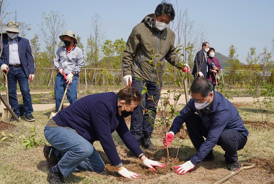 '2050 탄소중립!' 나무심기로 실천~
